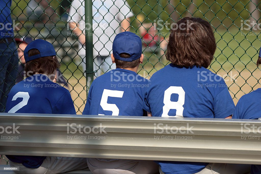Baseball sulla panca foto stock royalty-free