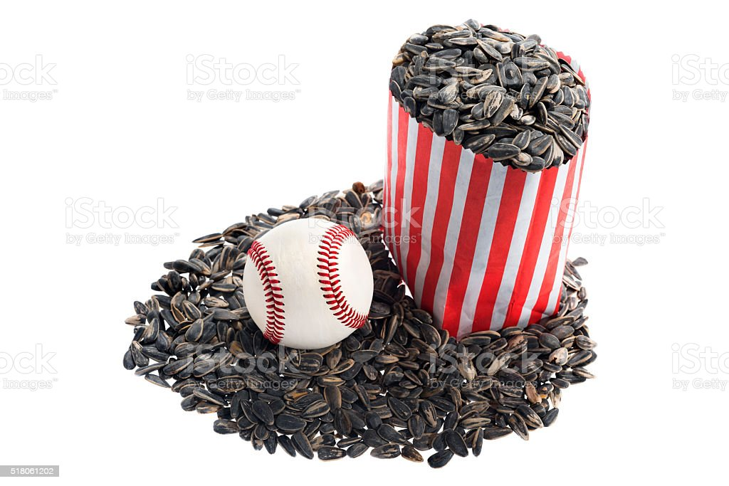 baseballspieler sitzt auf ihr erster sonnenblumenkernen