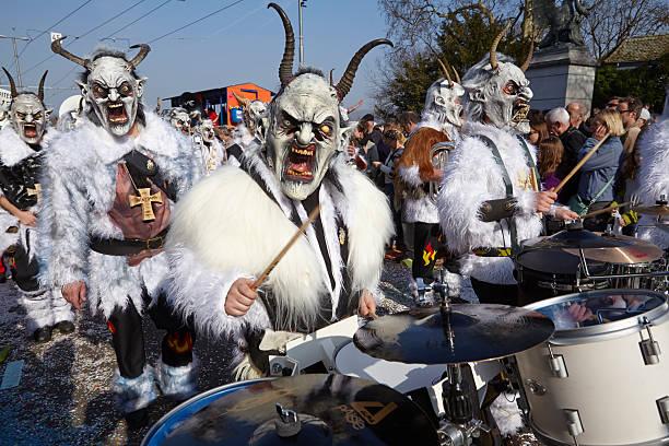 basel (schweiz)-karneval 2014 - fasnacht stock-fotos und bilder