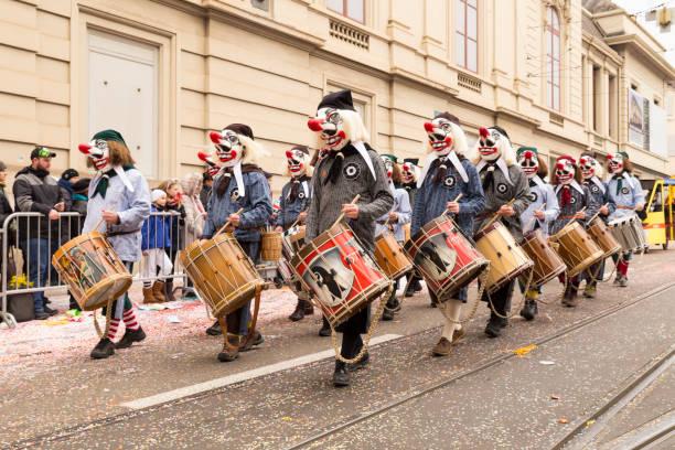 basler fasnacht 2018 parade in der schweiz - fasnacht stock-fotos und bilder