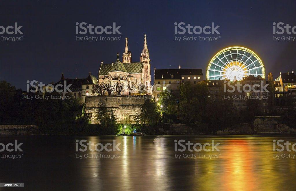 Basel Minster über den Rhein bei Nacht – Schweiz – Foto