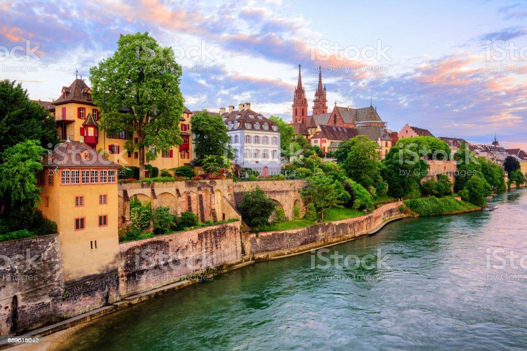 Basler Altstadt mit Münster Dom und Rhein, Schweiz – Foto