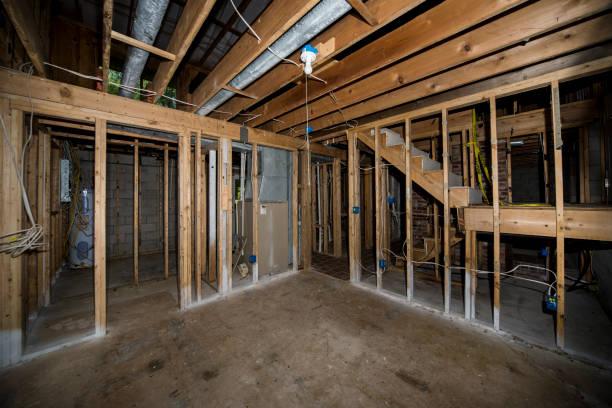 Çıtçıt ev remodeling aşağı Bodrum stok fotoğrafı