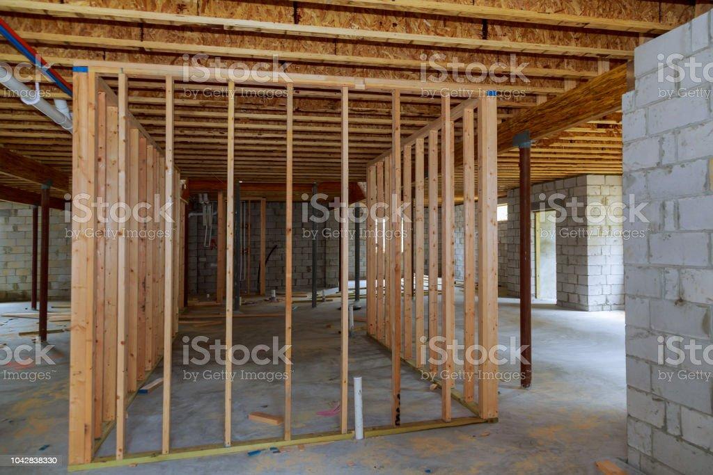 Photo libre de droit de Mur Intérieur Soussol Charpente Construction ...
