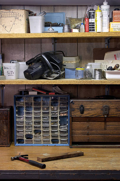 untergeschoss workshop#1 - keller organisieren stock-fotos und bilder