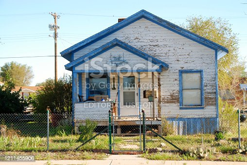 istock basic house in the American countryside 1211455906