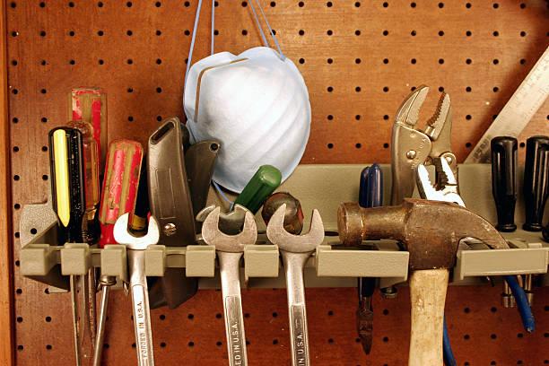 basic-tool rack - werkzeugbank stock-fotos und bilder