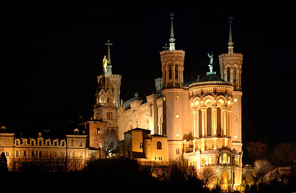 basilika bei nacht - engelportal stock-fotos und bilder