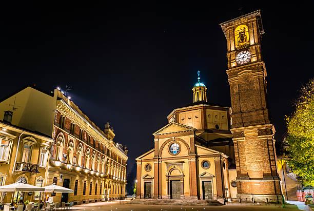 basilica di san magno e palazzo municipale em legnano - lombardia - fotografias e filmes do acervo