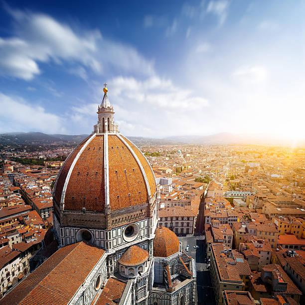 basilica di santa maria del fiore in florenz, italien - giotto stock-fotos und bilder