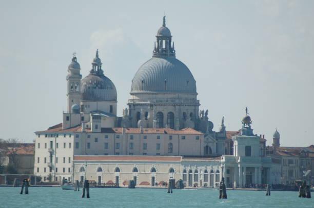 basilica di santa maria della salute - lunes de pascua fotografías e imágenes de stock