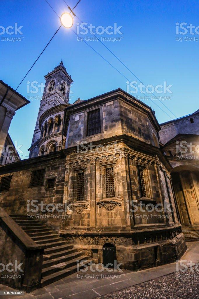 Basílica de Santa María la mayor en Bérgamo - foto de stock