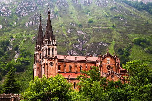 Basílica de nuestra señora de batallas, Covadonga, Asturias, España. - foto de stock
