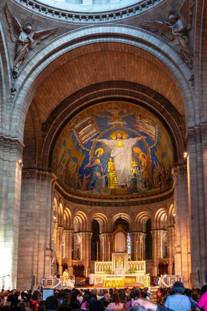 basilica of sacre coeur (sacred heart) interior, paris, france - jesus and heart zdjęcia i obrazy z banku zdjęć