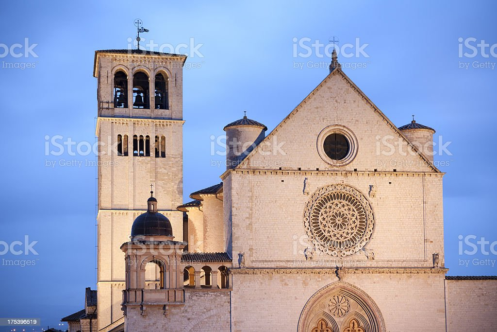 Basilica di San Francesco d'Assisi-di notte, Umbria Italia - foto stock