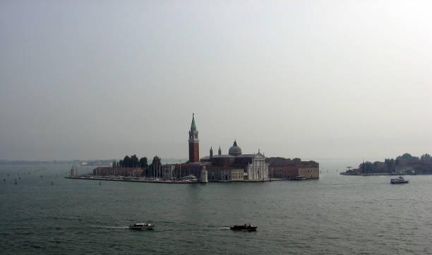 basilika san giorgio maggiore aus venedig - liliana stock-fotos und bilder