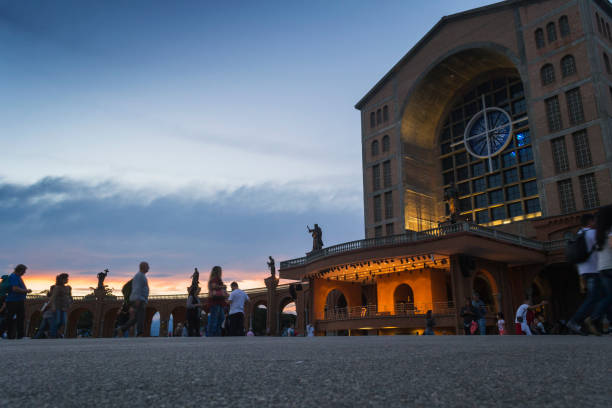 Basílica do Santuário Nacional de nossa Senhora Aparecida, Brasil - foto de acervo