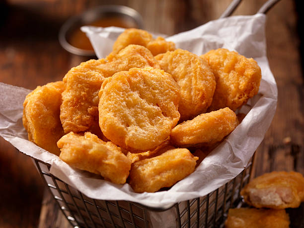 basket of chicken nuggets with sweet and sour sauce - fritto foto e immagini stock
