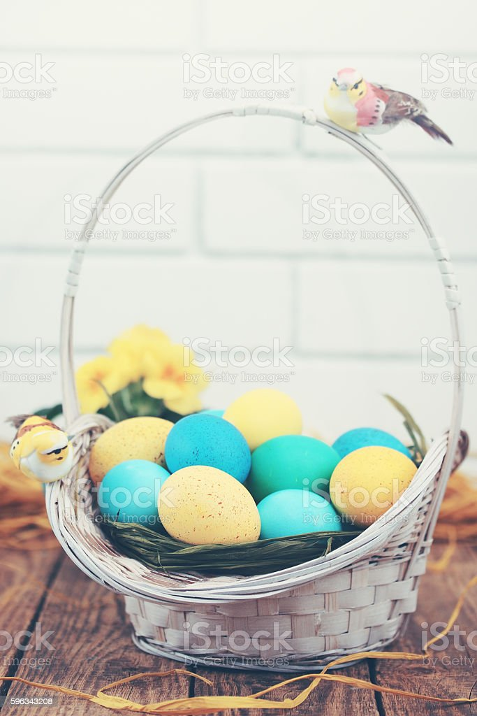 basket of colored eggs, tinted Lizenzfreies stock-foto