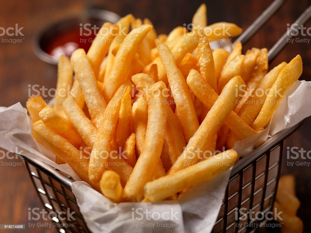 Basket of Famous Fast Food French Fries - foto de stock