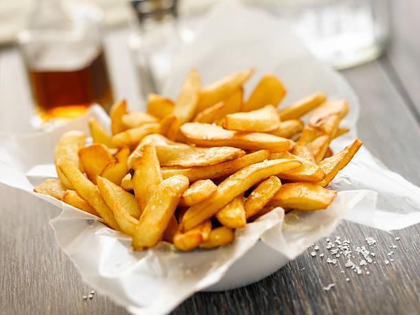 basket of french fries. - patat stockfoto's en -beelden