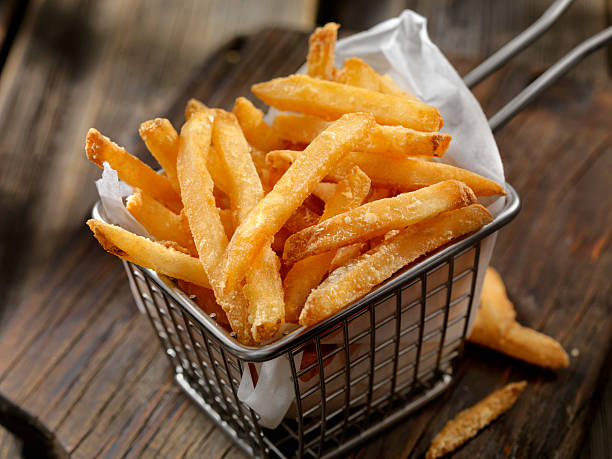 Korb mit Pommes frites – Foto