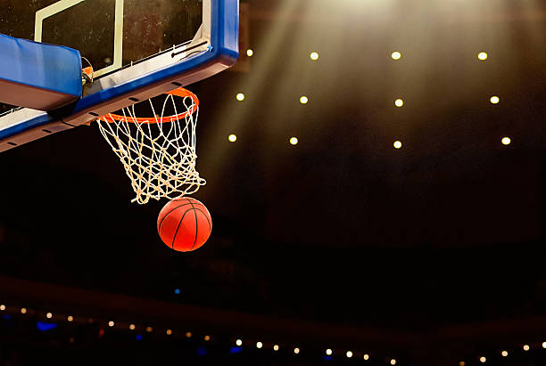 basketball basket with ball going through net - basketbalbord stockfoto's en -beelden