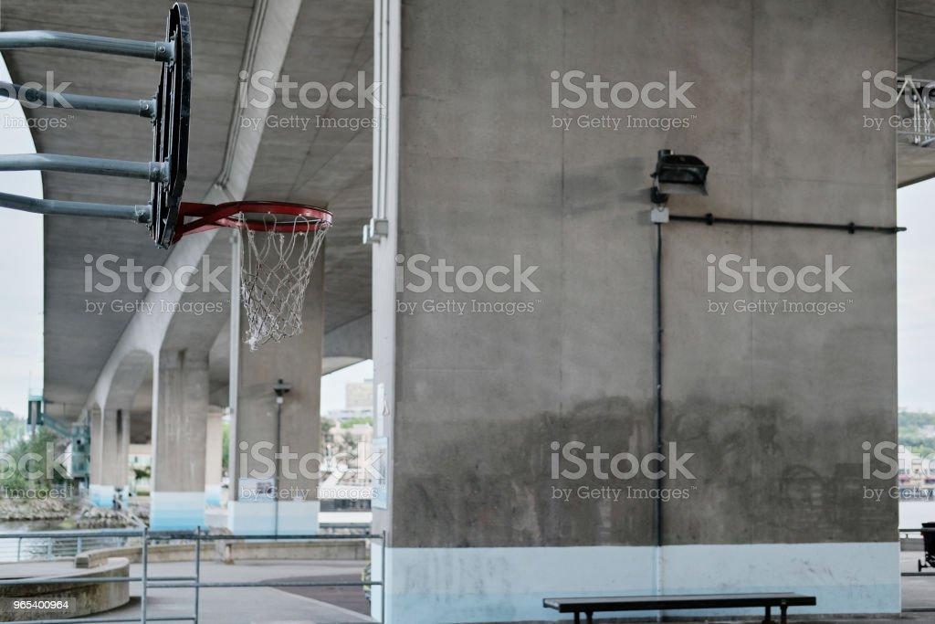 Terrain de basket en zone urbaine - Photo de Activité de loisirs libre de droits
