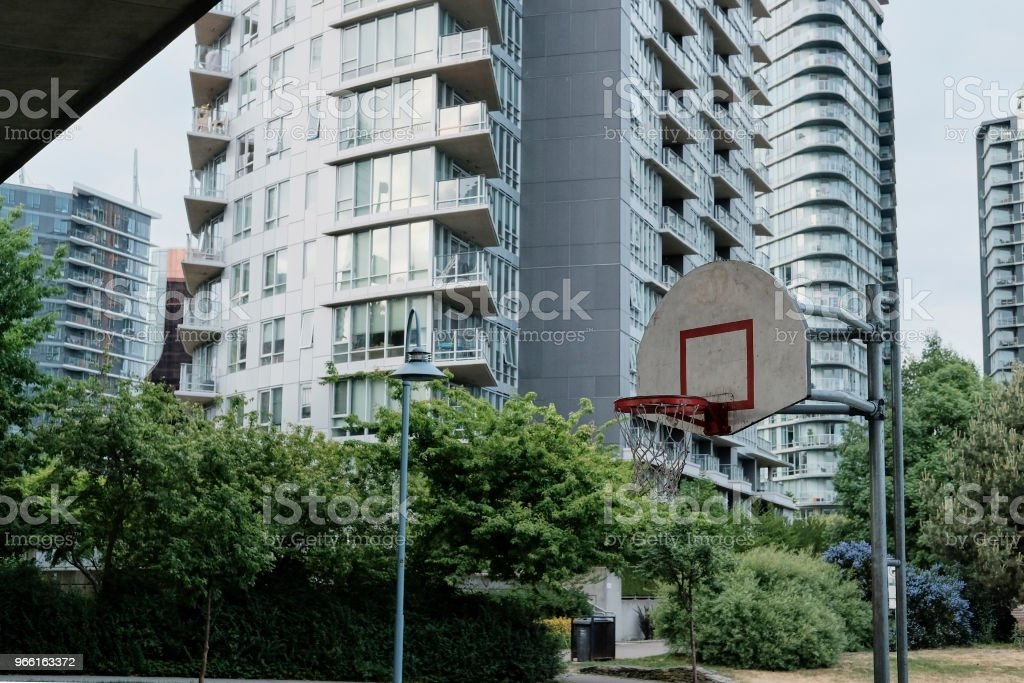 Basketball court in urban area - Стоковые фото Асфальт роялти-фри