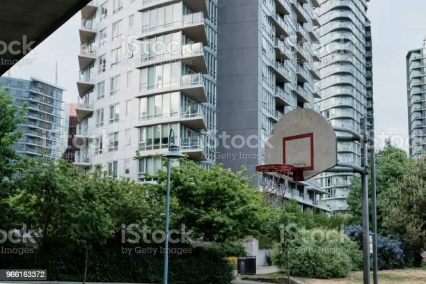 Basketbalveld In Stedelijk Gebied Stockfoto en meer beelden van Apparatuur