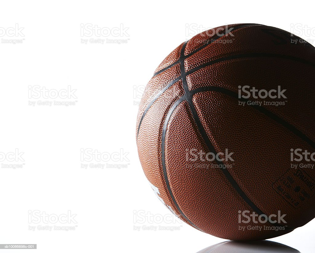 Basket-ball sur fond blanc photo libre de droits