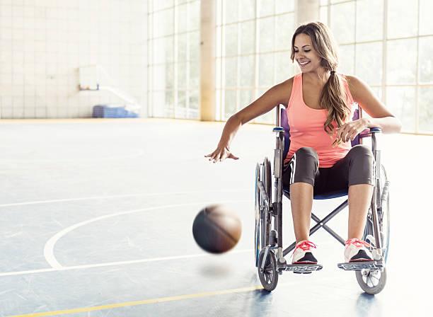jogador de basquete em cadeira de rodas - esportes em cadeira de rodas - fotografias e filmes do acervo