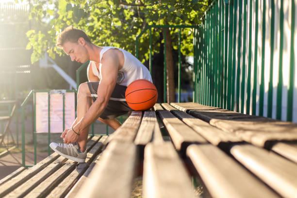 basketball player  - sitzbank schuhe stock-fotos und bilder