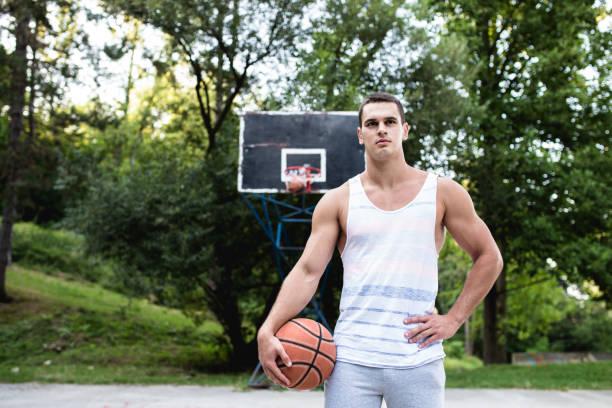 jugador de baloncesto  - hombres grandes musculosos fotografías e imágenes de stock