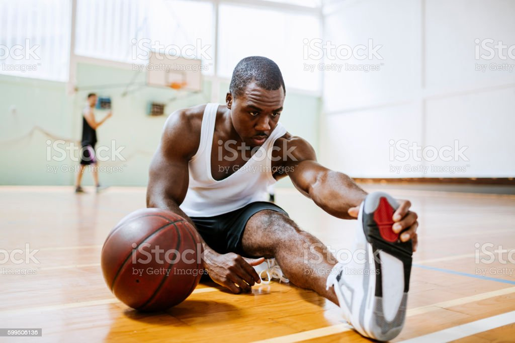 Basketball player stretching - foto stock