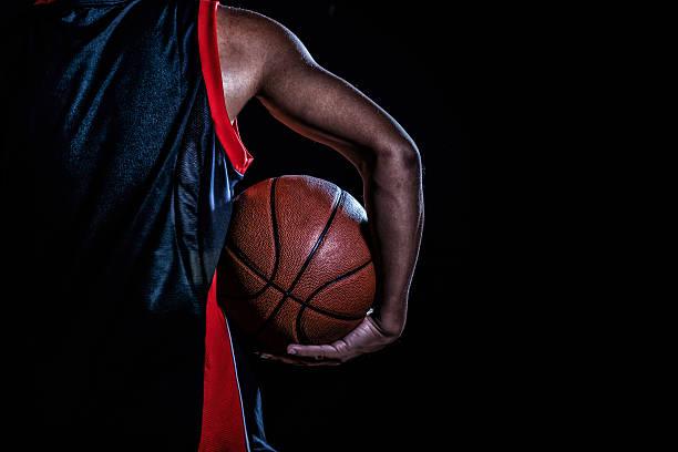 basketball player with a ball on dark background - 職業運動 個照片及圖片檔