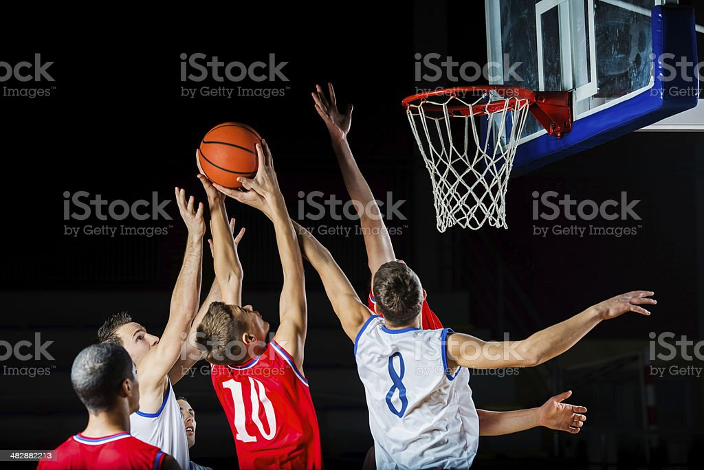 Basketball-Spieler in Aktion. – Foto