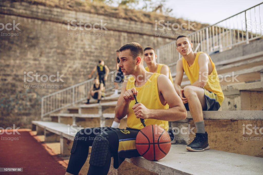 Basketball-Spieler ausruhen – Foto