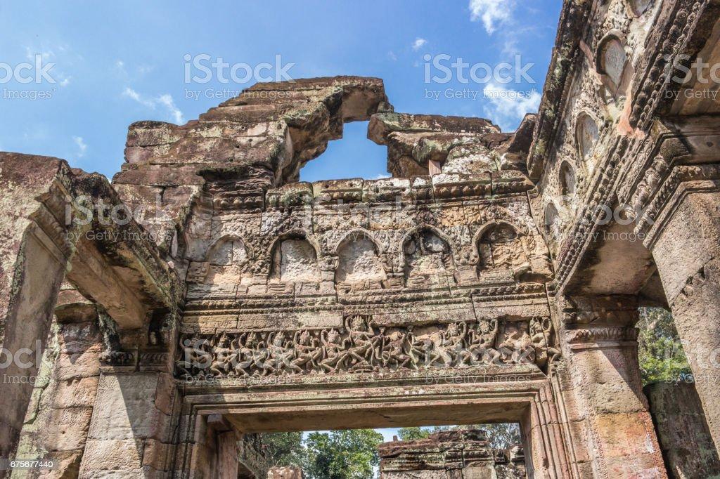 Bas-relief in Preh Khan temple, Siem Reap, Cambodia foto de stock royalty-free