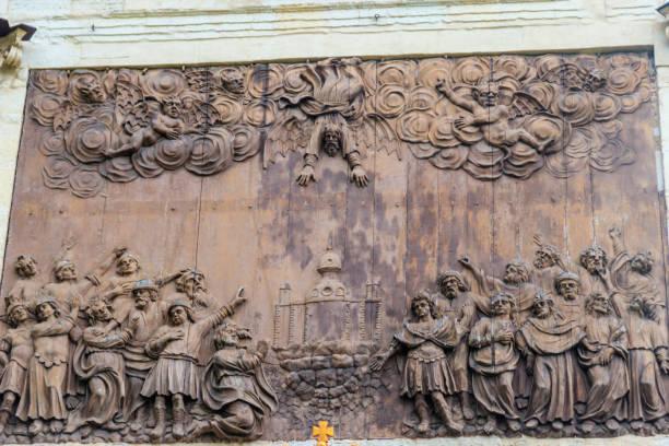 """relief """"störta av simon magi av aposteln petrus"""" på peter gate i peter och paul fästning i sankt petersburg, ryssland - paul simon bildbanksfoton och bilder"""