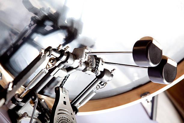 bass drum mit doppelten pedal – Foto