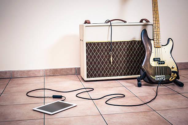 Bass Guitar, Amp And Digital Tablet圖像檔