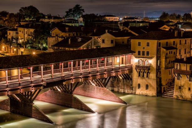 Bassano del Grappa,ponte degli alpini, notte,2 - foto stock