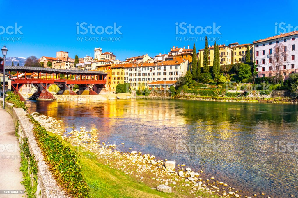 Bassano del Grappa, Old Bridge also known as Bridge of the Alpini. Vicenza, Italy - foto stock