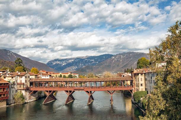 Bassano del Grappa with river Brenta and bridge Ponte Alpini - foto stock