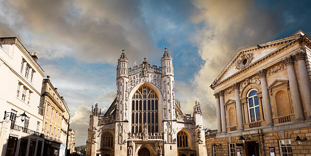 Bath Abbey church and the Roman baths The Abbey Church of Saint Peter and Saint Paul and the Roman baths (on the right) in Bath, Somerset, UK bath england stock pictures, royalty-free photos & images