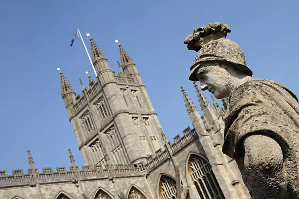 Bath Abbey The Abbey Church of Saint Peter and Saint Paul and a statue at the Roman Baths bath abbey stock pictures, royalty-free photos & images