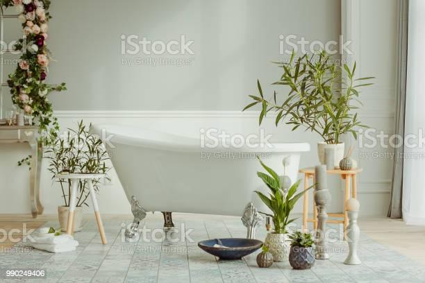 Bath and flowers picture id990249406?b=1&k=6&m=990249406&s=612x612&h=iaoia7wstqjzcpwygfen3gb e8deqpcv h a 8yiz0u=