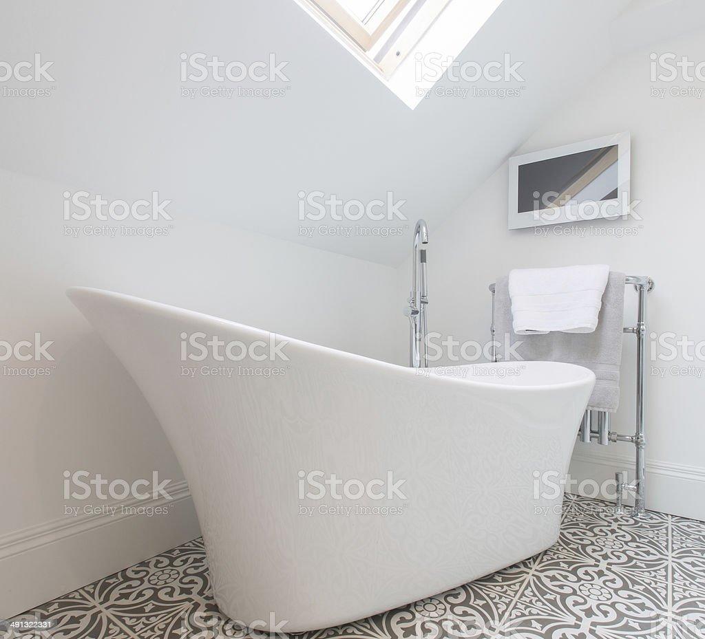 Bad Und Fernseher Stockfoto und mehr Bilder von Badewanne ...