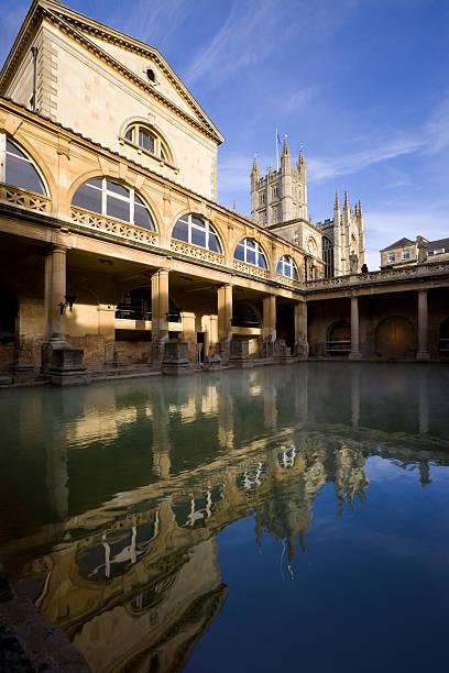 Bath, England, UK, Somerset, Avon The Roman Baths and the Bath Abbey in Bath, England bath abbey stock pictures, royalty-free photos & images